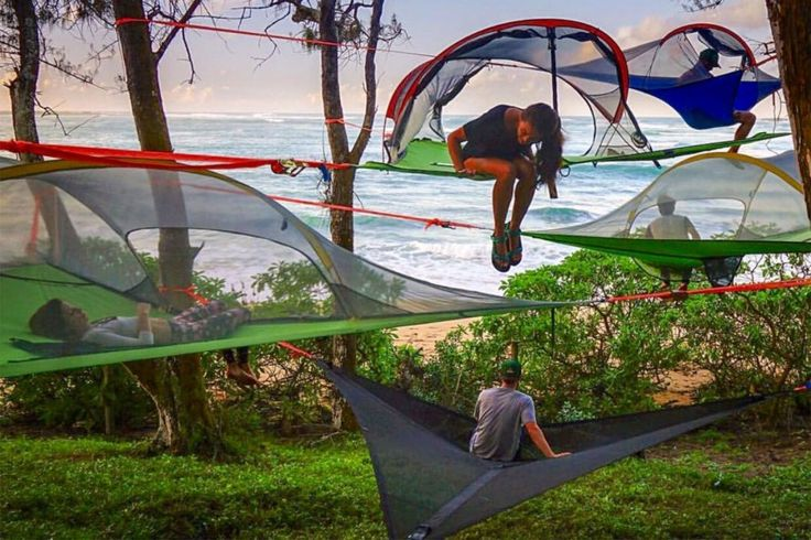The roomoon is a portable, simple, durable and beautiful tent that hangs high up in the treetops.