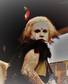 Popkulttuuria ja undergroundia: John 5 in close ups pin ups