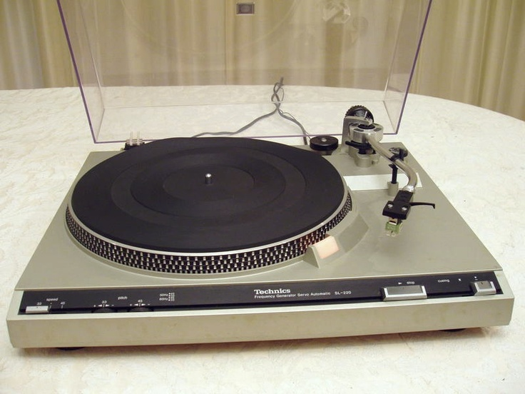 Technics SL 220 ahhh...my record player. I need to get another one. My has 220V.