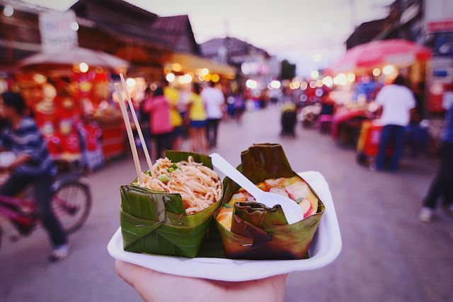 Photo by Cristian Vela on EyeEm  #steetfood #thai #pai #thailand #noodles #omelet