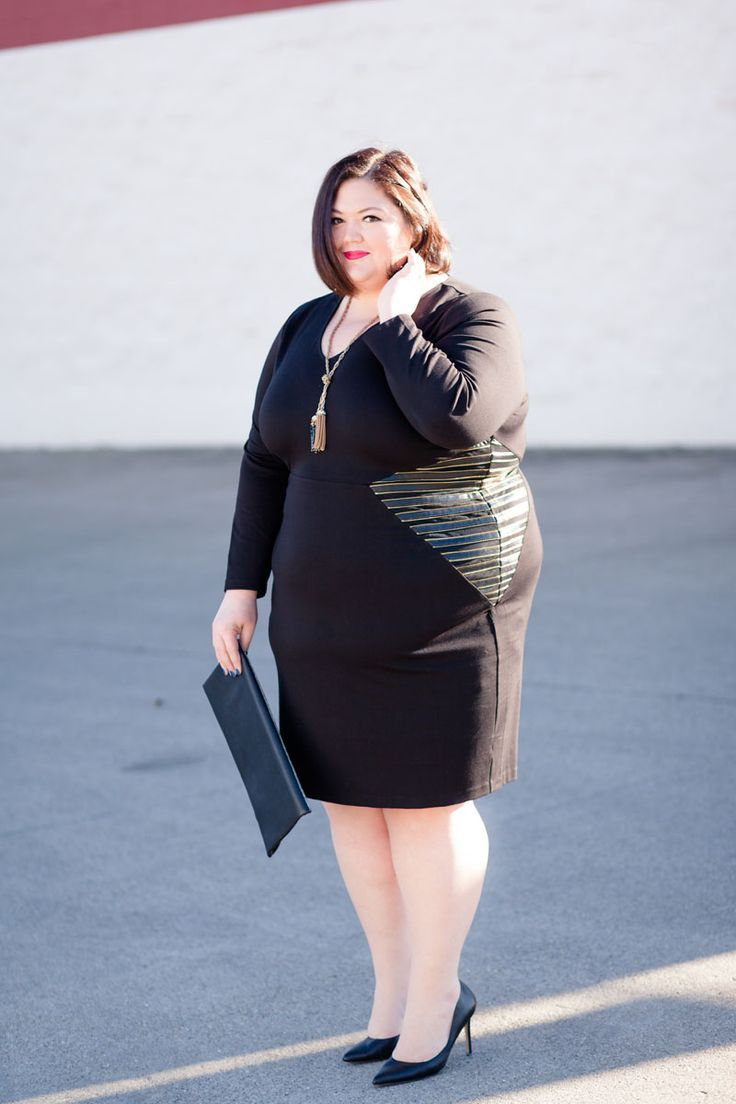 Buying plus size clothes online also gives plus size ladies an access to almost every type of plus size clothes many of which might not be available in the plus size stores in their cities.