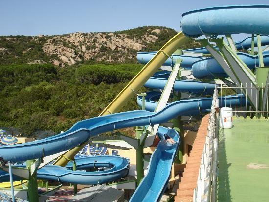 Aquadream is een waterpark in het dorp Baja Sardinia aan de Costa Smeralda. Probeer de Black Hole en de King Kong glijbanen, de trampolines en de midgetgolf, of ga met jongere kinderen in de baby Laguna. http://www.canvasholidays.nl/campings/camping-in-italie/sardinie