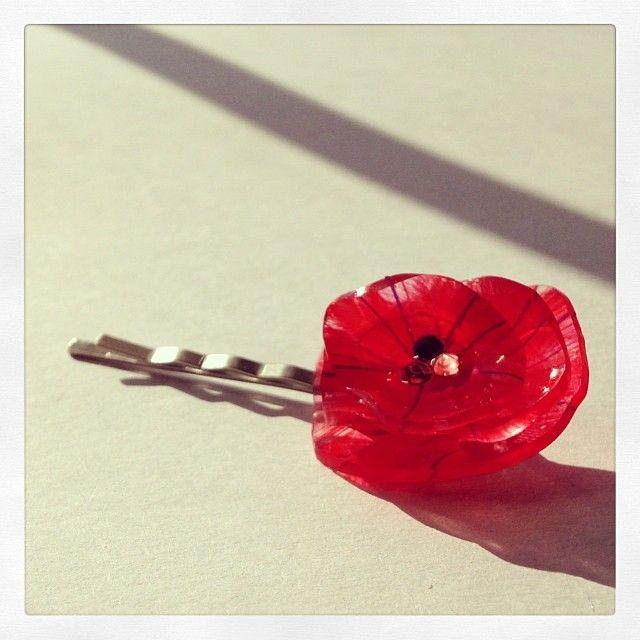 赤い花のヘアピン Red flower hairpin ( Shrink plastic handmade craft ) Tags: プラ板 flower hairpin shrinkydinks shrink plastic Accessories プラバン red