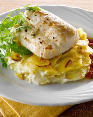 #Nasello grigliato con patate all'aglio e salsa ai pomodori secchi. Ricetta: https://www.facebook.com/photo.php?fbid=375091275926098=pb.202005426568018.-2207520000.1375262303.=3