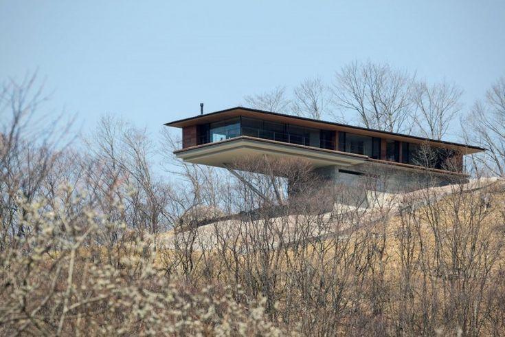 Постройка дома на склоне горы Яцугатаке  2