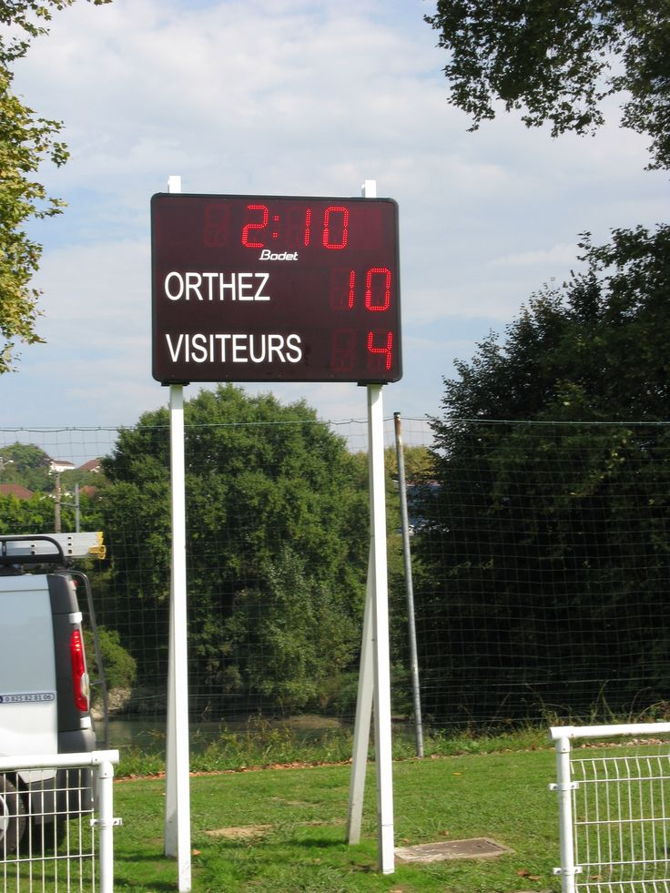09/2013 - Le club de football de la ville d'Orthez s'est muni d'un nouveau tableau d'affichage sportif #Bodet, un BT 2025. Ce tableau permet d'afficher l'heure, le score et le temps de jeu et offre une visibilité jusqu'à 120 mètres. http://www.bodet-sport.com/tableaux/bt2025-classic.html