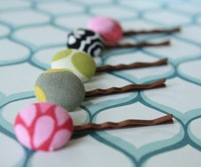 DIY fabric button bobby pins. Cute.
