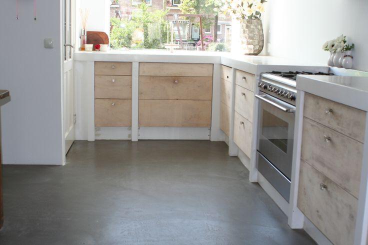Gietvloer Bestaande Keuken : De goedkoopste variant van onze gietvloeren. De betonlook vloer