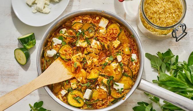 Die Zucchini-Pfanne ist ein Gericht für alle Fans der mediterranen Küche. Lust bekommen? Das Rezept gibt es bei MAGGI.