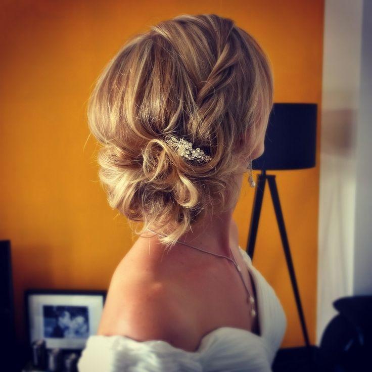 #mariage #mariée #wedding #bride #brideshair #hairdo #updo #coiffure #coiffuremariée #chignon #bijou #mariéechic