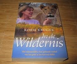 Kobie Kruger: in de wildernis.  het waargebeurde verhaal over kobie kruger die met haar man, die wildlife ranger is, midden in het Kruger park in zuid afrika woont. het opgroeien en opvoeden van hun kinderen daar, de verhuizingen binnen het park, de omgang met de dieren en de mensen, en uiteindelijk het opvangen van een leeuwen welp in het gezin.  bij de toenmalige vriend van één van haar dochters (paul Meyer) hebben wij 3 weken gelogeerd toen we in 2008 in zijn dierenarts praktijk…