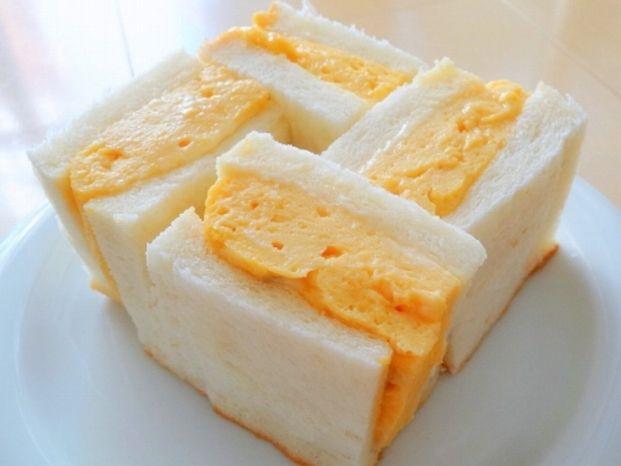 「卵サンド」どのような物を思い浮かべますか?京都では、ゆで卵をつぶしたものと並んで、ボリューム満点のだし巻き卵や厚焼き卵を挟んだサンドイッチが大人気なんです。パンにうるさい京都人も認める絶品卵サンド、気になりませんか?