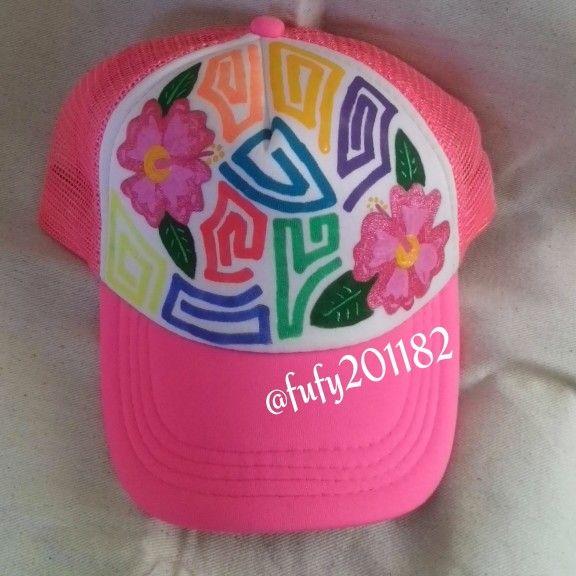 Gorra pintada a mano con tema de molas