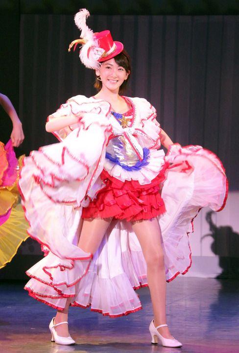 生駒里奈:舞台版「こち亀」でソロ歌唱やダンス 野球拳で大はしゃぎも - MANTANWEB(まんたんウェブ)