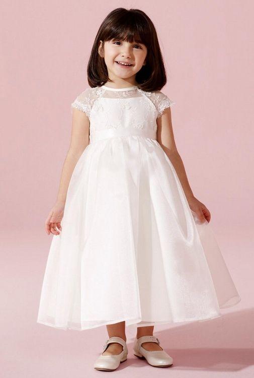 Deze prachtige jurk vind je bij Corrie's bruidskindermode. Ook zijn er bijpassende accessoires. Neem eens een kijkje in de webshop of kom in de winkel. Graag, tot ziens!! Trouwen, huwelijk, bruiloft, bruidskinderen, bruidsmeisjes, bruidsmeisje, bruidsmeisjesjurk, bruidsmeisjes kleding, bruidskinderkleding, bruidskindermode, kinderbruidsmode, kinderbruidsjurk, kinderbruidsjurken