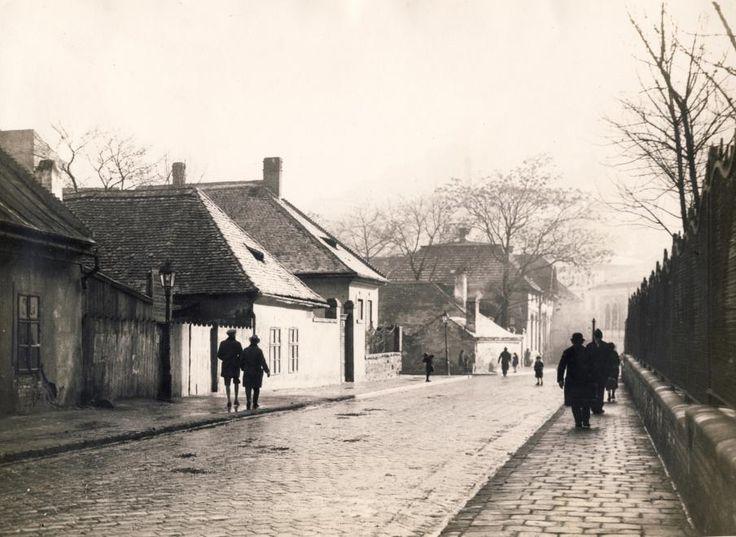 Krisztina körút (Árok utca) a Rác fürdő felé nézve.