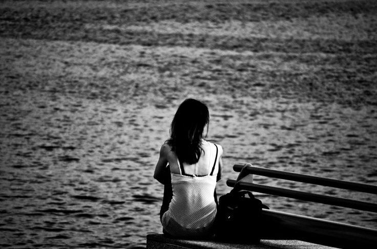 İnsan çok yalnız kalınca, kederli şeyleri bir tek ben düşünüyorum sanır. Ece Temelkuran