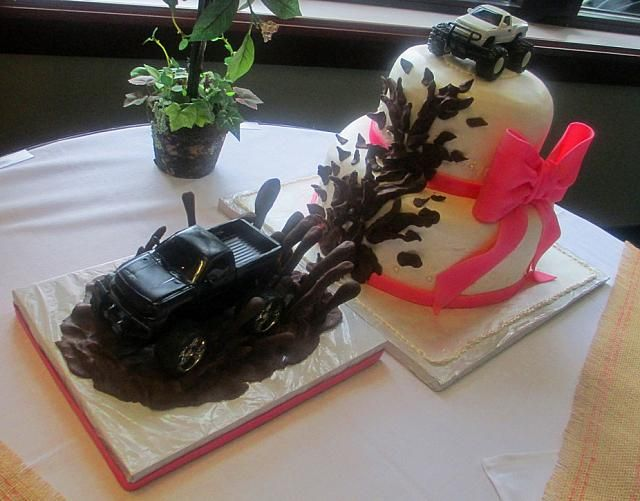 mudding wedding cake | Wedding Cake Plastic Truck Splashing Mud View 2