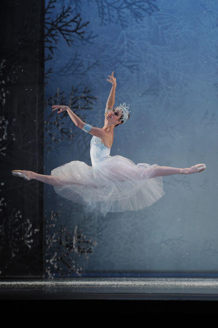 Mariellen Olson in Tomasson's Nutcracker.San Francisco Ballet, December 2011.Photo by Erik Tomasson.