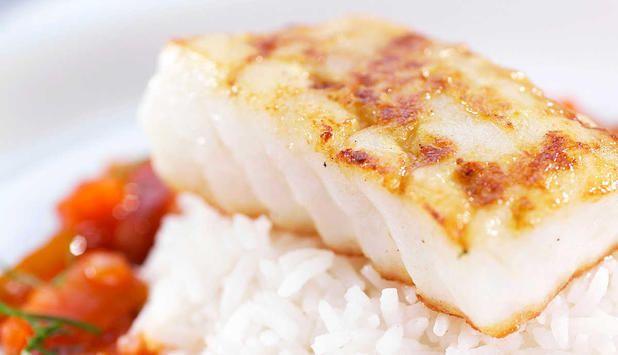 I denne oppskriften kan du velge om du vil lage sausen selv eller kjøpe den ferdig i butikken. #fisk #oppskrift