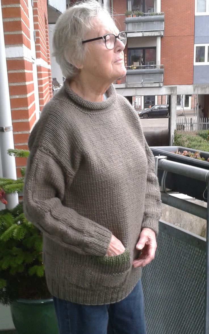 RAVANUSA, lovely sweater in chunky-weight wool. Do-it-yourself - knitting pattern from domoras