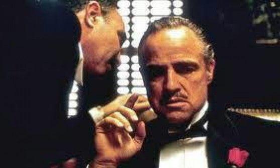 Dal 6 luglio al 30 agosto 38 serate nel cortile d'onore con film d'autore, titoli stracult e omaggi a Marlon Brando e a Massimo Troisi nel ventennale della sua