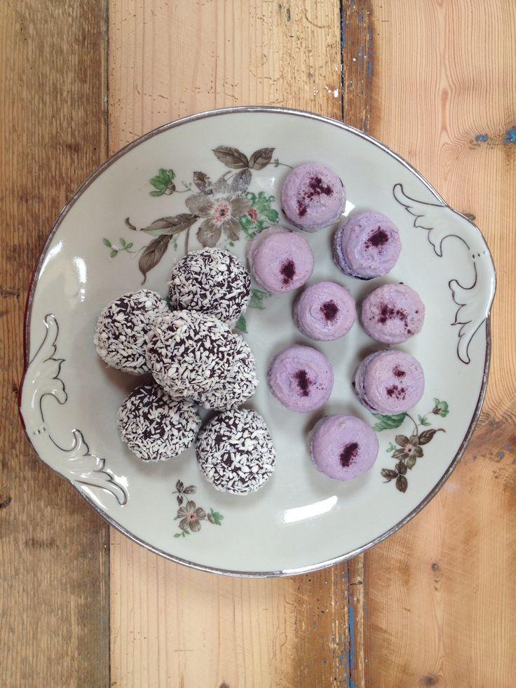 "Blueberry macarons and ""kokostoppe"" in Danish"