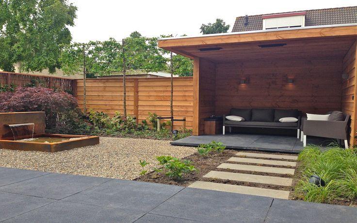 Moderne tuin met open tuinhuis Douglas hout en Cor-Ten staal vijver in Hoorn. Van Veen Tuinontwerpen tuinontwerp hovenier tuinaanleg