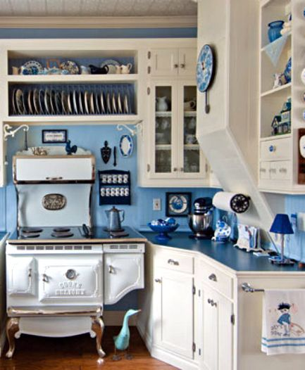 Blue and white country cottage kitchen via panda 39 s house for White country kitchen ideas