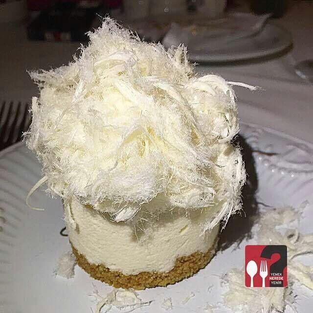 Pişmaniyeli Cheesecake - Yeniköy Yelken Restaurant  / İstanbul ( Yeniköy )  Telefon : 0 212 262 9490 Fiyat : 18 TL