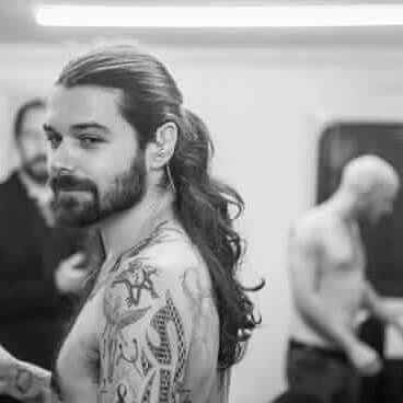 It's the gorgeous Simon Neil from biffy clyro, amazing voice too xx