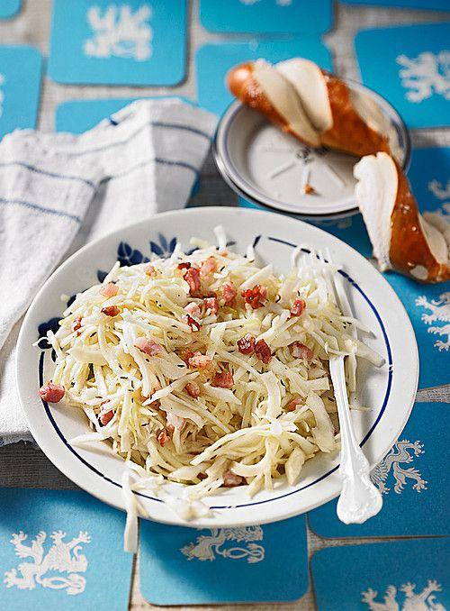 Bayrischer Krautsalat mit Speck, ein gutes Rezept aus der Kategorie Schwein. Bewertungen: 71. Durchschnitt: Ø 4,4.