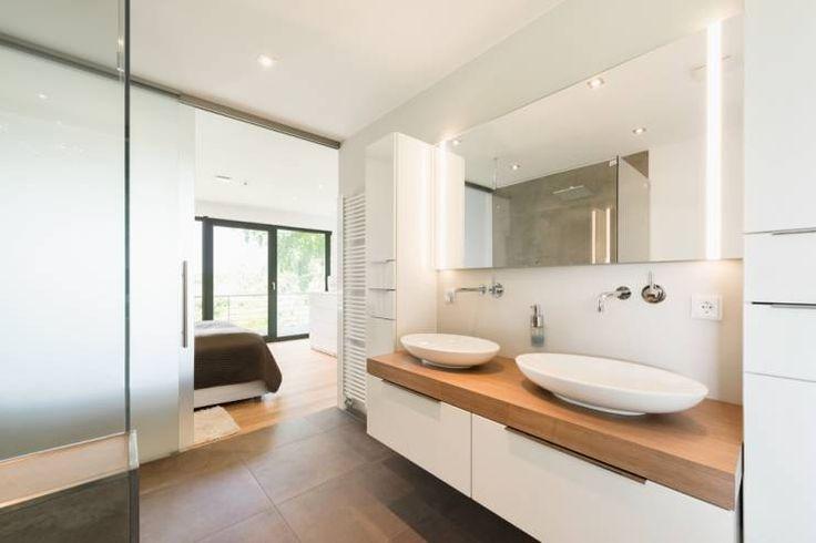 En suite Bad: moderne Badezimmer von Hellmers P2 | Architektur & Projekte