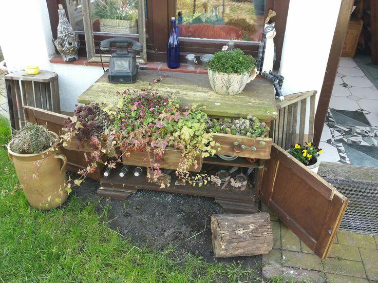 alte kommode bepflanzen selbst gemachtes. Black Bedroom Furniture Sets. Home Design Ideas