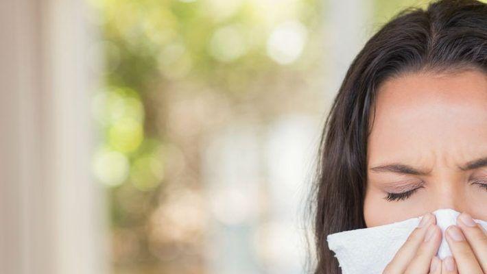 Es común confundirla con una gripe o resfriado, pero es importante conocer sus síntomas para recibir tratamiento oportuno en caso de padecerla.  Lafiebre del heno, también conocida comorinitis alérgica estacional, es originada por un agente determinado: polen, polvo, pelo de perro o gato; y afecta a los ojos, nariz y garganta. Recientemente investigadores delImperial …