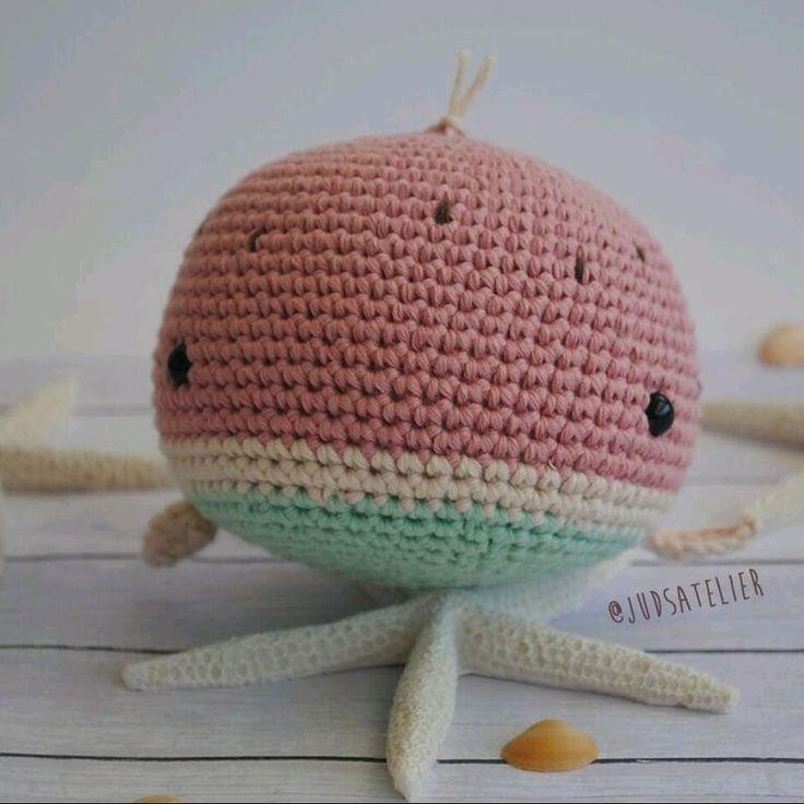 (English below) Os he dicho alguna vez lo mucho que me gustan las cosas con estampaciones de sandia😍 Pues me he animado y he hecho una ballena sandia🐳🍉 Espero que os guste! www.JudsAtelier.Etsy.com . I'm make a water melon whale🐳🍉. I hope that you like it! www.JudsAtelier.com . . . . #whales #crochetwhale #fish #ballena #ballenita #littlewhales #crochet #crochetlove #sandia #crochetpattern #crochettoy #animaltoy #crochetanimal #knitlove #knitting #watermelon #cutewhale #etsyshop…