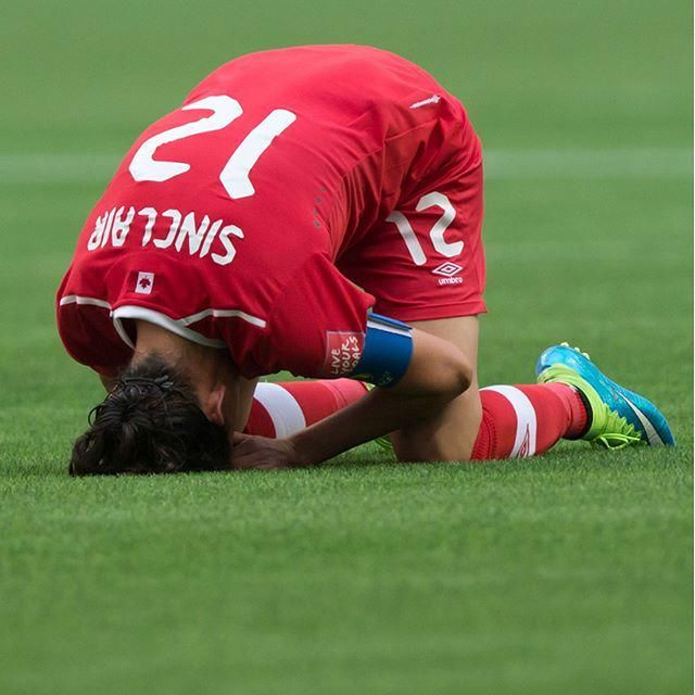 Christine Sinclair took defeat hard as Canada lost 2-1 to England in the 2015 FIFA WWC (via TO Star)