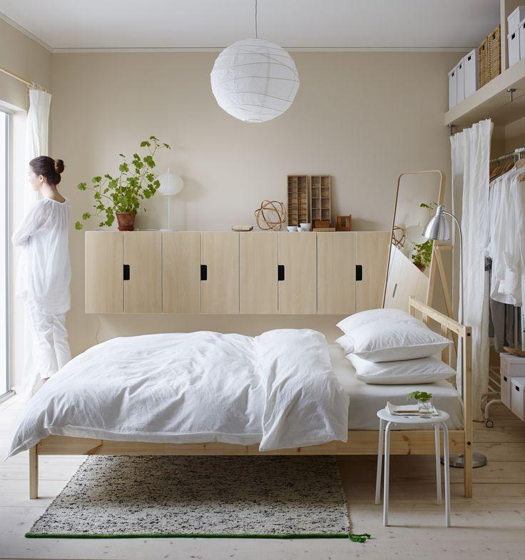 GJÖRA bedframe   #IKEAcatalogus #nieuw #2017 #IKEA #IKEAnl #slaapkamer #wit #nachtkastje #bed #slapen #lamp #plant