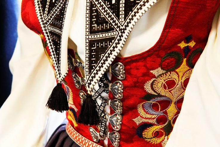 FolkCostume&Embroidery: costume of Leksand, Dalarna, Sweden, and Leksand embroidery