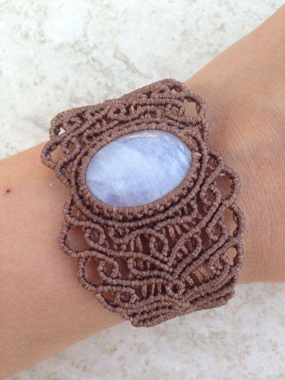 Pietra di luna arcobaleno Macrame braccialetto di ARTofCecilia