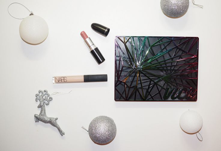 This year is almost over and it's time to choose the winners - the best beauty products of the year. I use a lot of different products so choosing the ultimate products wasn't easy.There are so many amazing products that I love and use constantly but I didn't want to choose 100 products..  Instea