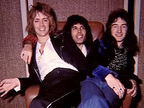 #Queen | Roger Taylor, Freddie mercury & John Deacon. Y Bri??? Tengo la sensación de que estaba ejerciendo de fotógrafo.