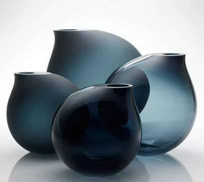 lifeonsundays: Belgian designer Anna Torfs produces glass objects made by hand since 2002. These vessels are characterized by a delicate interplay of different colors and transparencies.
