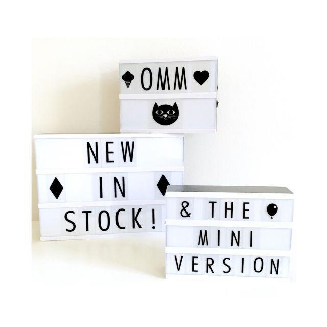 LIGHT LETTERBOX Set di 84 lettere e simboli in bianco e nero da utilizzare con il lightbox A5, in modo da poter creare i propri messaggi - FORME e COLORI articoli per la casa, articoli regalo, liste nozze, cristallerie, porcellane a Treviglio, Bergamo