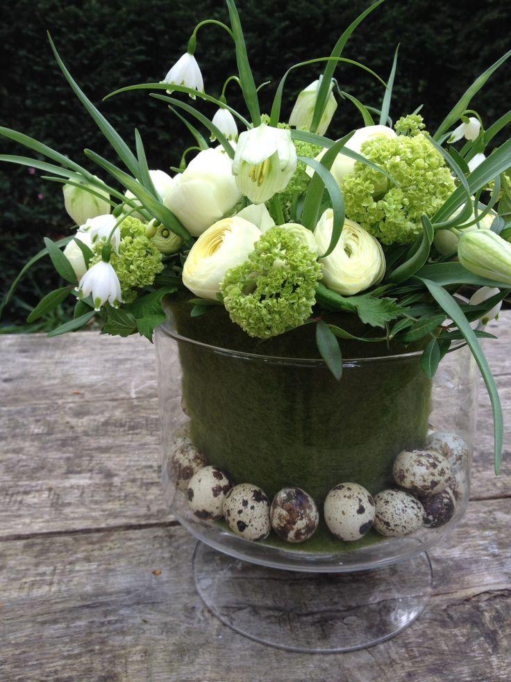 Careful spring - easter arrangement ~ bij BLOM #Paasbloemstuk