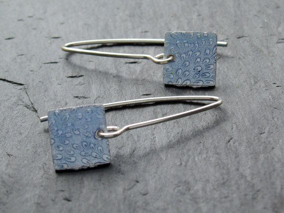 Quadratisch blau Ohrringe in Silber und Emaille von AnnaClarkStudio, $96.00