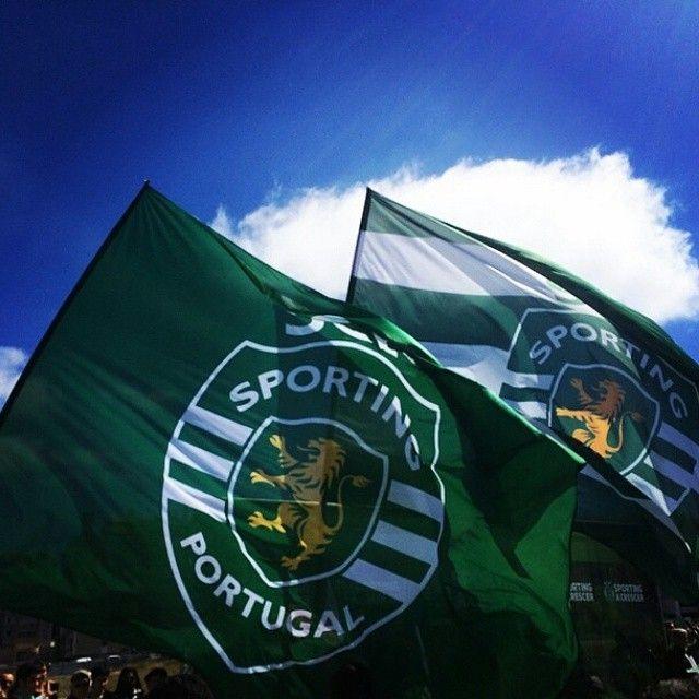 Dia de levantar bem alto a nossa bandeira. #DiaDeSporting (foto: Miguel Tavares)