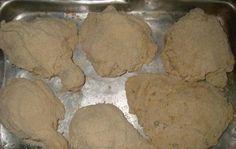 Ingredientes1 kg de coxa e sobrecoxa temperados a gosto1 pote de maionese2 copos de farinha de rosca100 g de queijo parmesão raladoManteigaModo de PreparoMisture o frango temperado a maioneseMisture a farinha de rosca com o queijo parmesão e passe cada pedaço de frango na mistura de farinha de rosca com queijoArrume em uma assadeira todos…