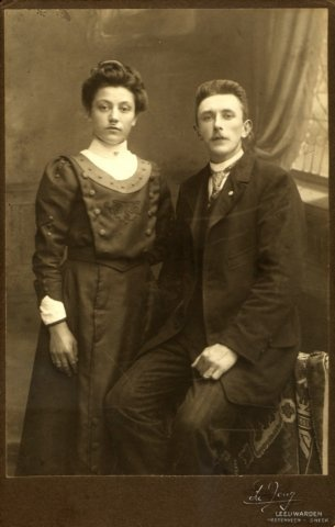 Mijn overgrootmoeder Adriaantje de Vries & overgrootvader Sybren Ykema - trouwfoto.
