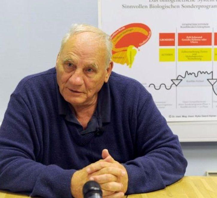 В начале 80-х доктор Хамер открыл пять биологических законов, объясняющих причины, ход развития, и процесс естественного исцеления от заболеваний, основанных на универсальных биологических принципах.